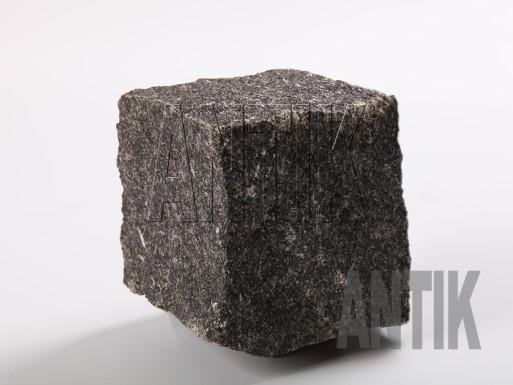 Gabbro Pflastersteine Antik Nero gespalten 100x100x100