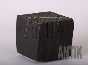Брусчатка Базальт пилено-колотая (Berestovetske) 100x100x100