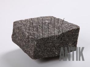 Брусчатка Габбро колотая Луговое (Antik Nero) масторождение 100x100x50