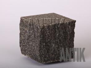 Брусчатка Габбро пилено-колотая Луговое (Antik Nero) месторождение 100x100x100