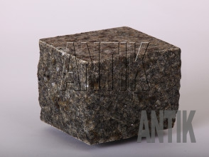 Брусчатка гранит пилено-колотая Роговское (Rogovske) 100x100x100
