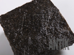Брусчатка Габбро колотая Луговое (Antik Nero) масторождение 100x100x50 (мокрая)
