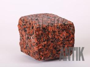 Брусчатка гранит пилено-колотая Емельяновское (Rosso Toledo) 100x100x100 (мокрая)
