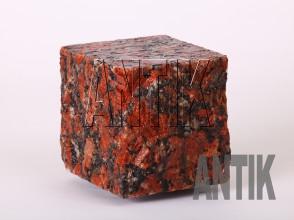 Брусчатка гранит пилено-колотая Капустинское (Rosso Santiago) 100x100x100 (мокрая)