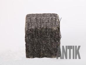 Брусчатка Габбро колотая Луговое (Antik Nero) месторождение 100x100x100