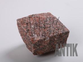 Брусчатка гранит колотая Новоданиловское (Withered) 100x100x50