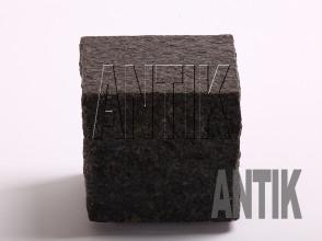 Брусчатка Габбро пилено-колотая Луговое (Antik Nero) месторождение 100x100x100 (мокрая)
