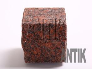 Брусчатка гранит пилено-колотая Новоданиловское (Withered) 100x100x100 (мокрая)