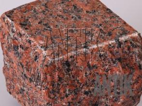 Брусчатка гранит пилено-колотая Емельяновское (Rosso Toledo) 100x100x100 (фактура)