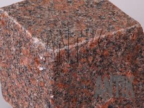 Брусчатка гранит пилено-колотая Новоданиловское (Withered) 100x100x100 (фактура)