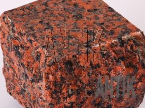 Брусчатка гранит пилено-колотая Емельяновское (Rosso Toledo) 100x100x100 (фактура мокрая)