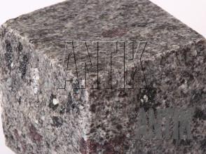 Брусчатка гранит пилено-колотая Константиновское (Kostyantynivsky) 100x100x100 (фактура мокрая)
