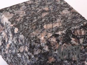 Брусчатка гранит пилено-колотая Корнинское (Leopard) 100x100x100 (фактура мокрая)