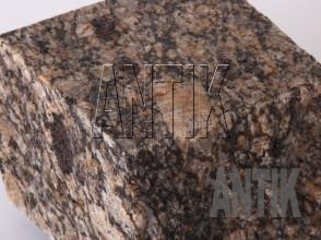 Брусчатка гранит пилено-колотая Софиевское (Sophiyvsky) 100x100x100 (фактура мокрая)