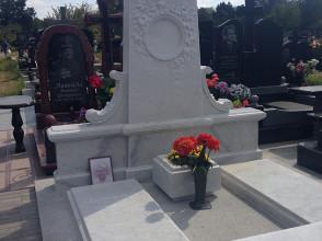 Надгробие №1