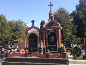 Надгробие №10