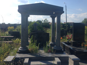 Надгробие №100