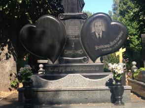 Надгробие №104