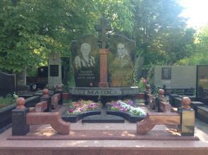 Надгробие №105