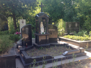 Надгробие №106