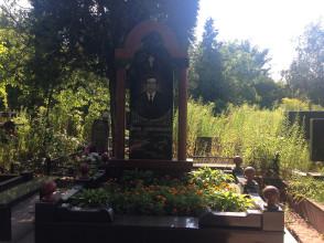 Надгробие №107