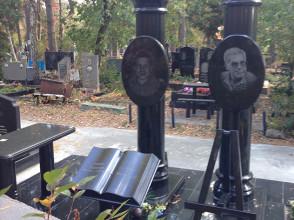Надгробие №12