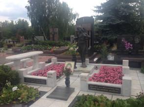 Надгробие №142