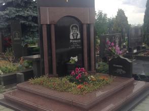 Надгробие №143
