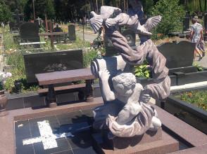 Надгробие №15