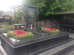 Надгробие №152