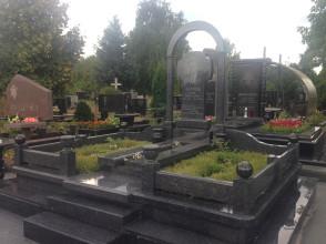 Надгробие №157