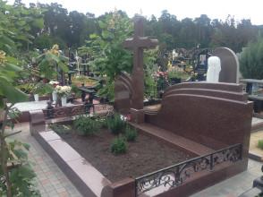 Надгробие №16