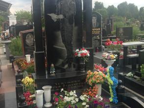 Надгробие №168