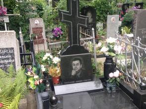 Надгробие №17