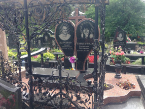 Надгробие №180