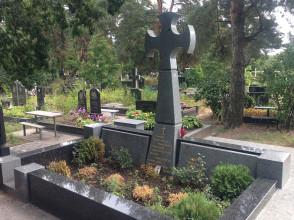 Надгробие №181