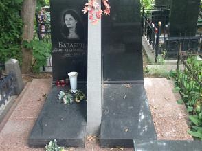 Надгробие №19