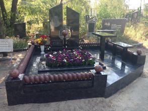 Надгробие №2
