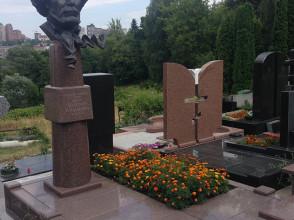 Надгробие №24