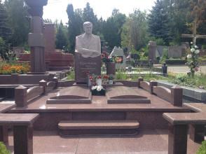 Надгробие №25