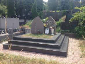 Надгробие №27