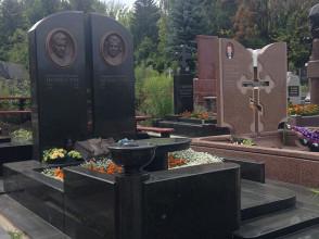 Надгробие №28