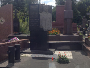 Надгробие №30