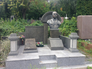Надгробие №32