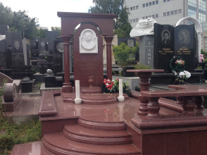 Надгробие №42