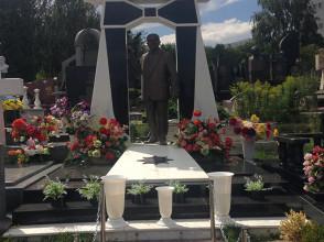 Надгробие №43