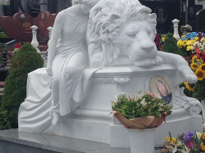 Надгробие №47