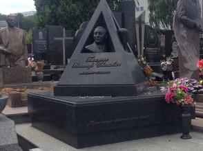 Надгробие №48