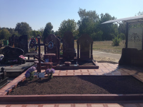 Надгробие №5