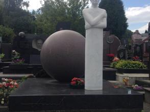 Надгробие №50
